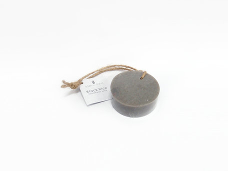 Soap round on rope bl.rice 100 gr